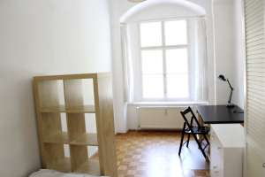 Rooms for female students - 2-person apartment - Central location - quiet and bright