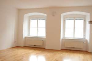Best location in the center: Apartment for 2 female students or student couple - Top renovated old apartment