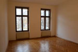 Spacious, bright Old building apartment (111 sqm) in the Centre of Krems, also suitable for WG